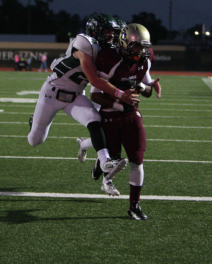 Summer Creek's Torrey Johnson right, out runs Kingwood's Garrett Velko left, to score a touchdown during the first quarter of high school football game action at Humble ISD's Turner Field Friday, Oct. 11, 2013, in Humble. Photo: James Nielsen, Houston Chronicle / © 2013  Houston Chronicle