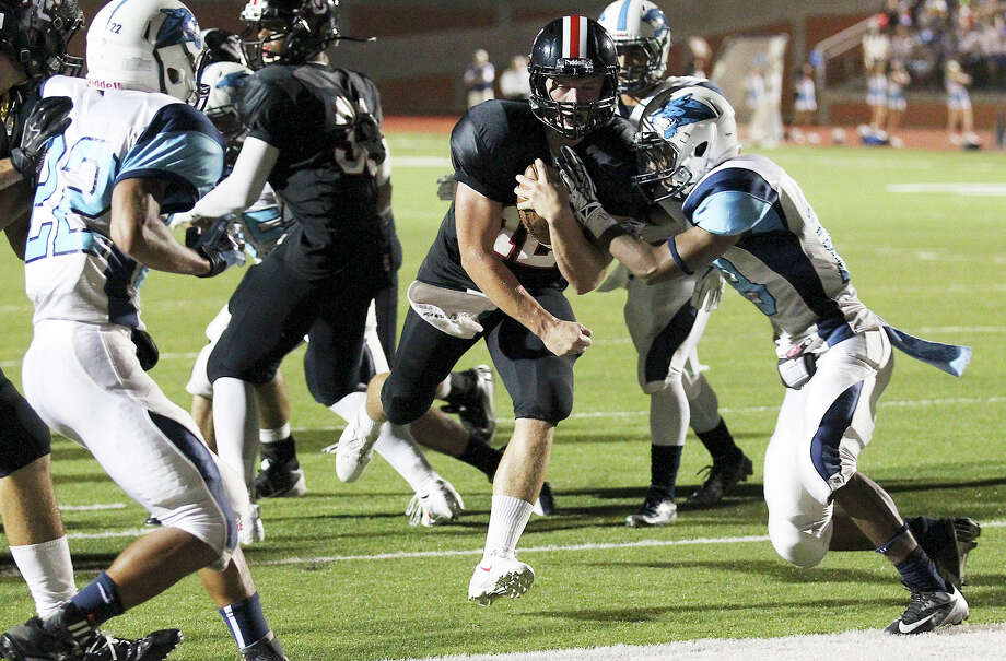 Churchill Chargers quarterback Nate Pearson (12) goes in for a short-yardage touchdown against the Johnson Jaguars at Heroes Stadium on Friday, Oct. 11, 2013. Photo: Kin Man Hui, San Antonio Express-News / ©2013 San Antonio Express-News