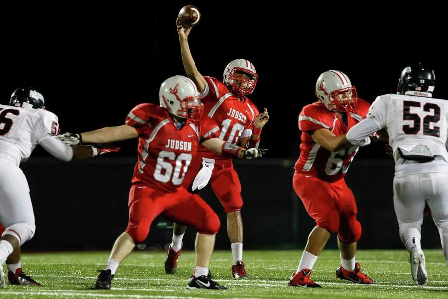 """Judson quarterback Rayjohn Austin-Ramsey (center) throws the ball as Tim Deleon (60) and Kenneth Trest block for him during the second half of the """"Hammer Bowl"""" at Rutledge Stadium on Friday, Oct. 11, 2013.  MARVIN PFEIFFER/ mpfeiffer@express-news.net Photo: MARVIN PFEIFFER, Marvin Pfeiffer/ Express-News / Express-News 2013"""