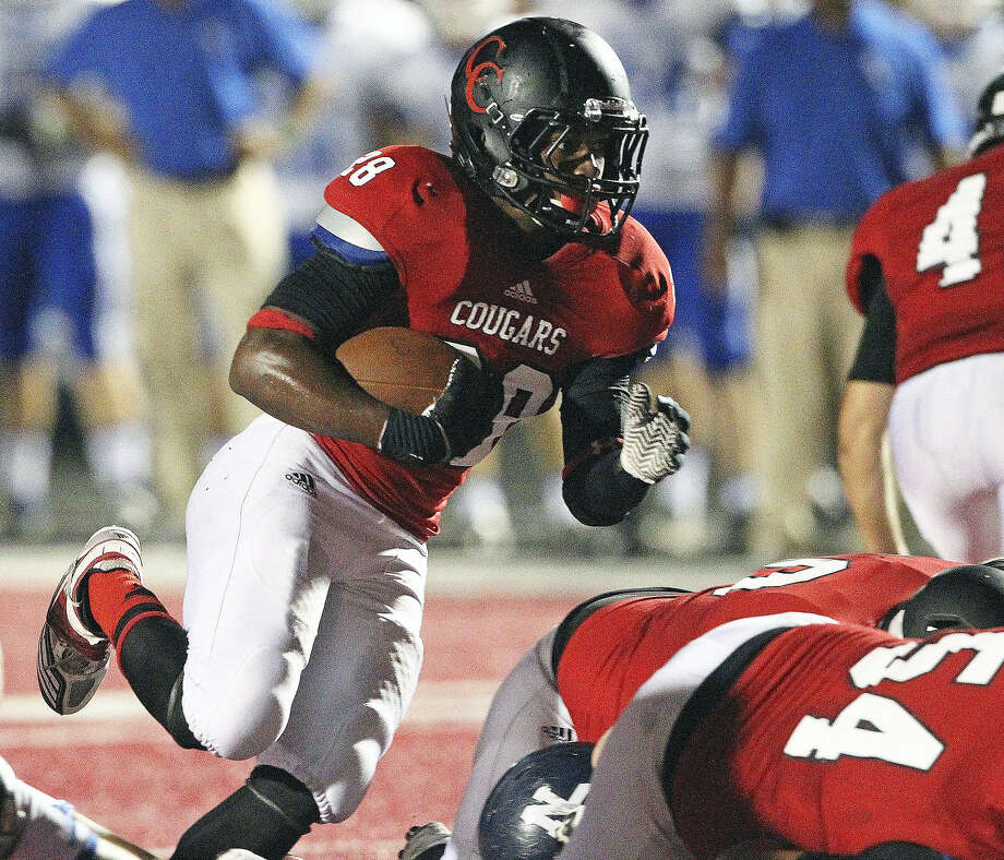 New Braunfels Canyon running back Gibreel Evans ran for 167 yards on 28 carries, including a 40-yard touchdown run in the third quarter. Photo: Tom Reel / San Antonio Express-News