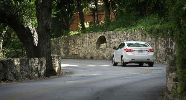 Alcoves along Olmos Drive before you get to Crescent St. in Alamo Heights. Read More Photo: BOB OWEN, San Antonio Express-News / © 2012 San Antonio Express-News