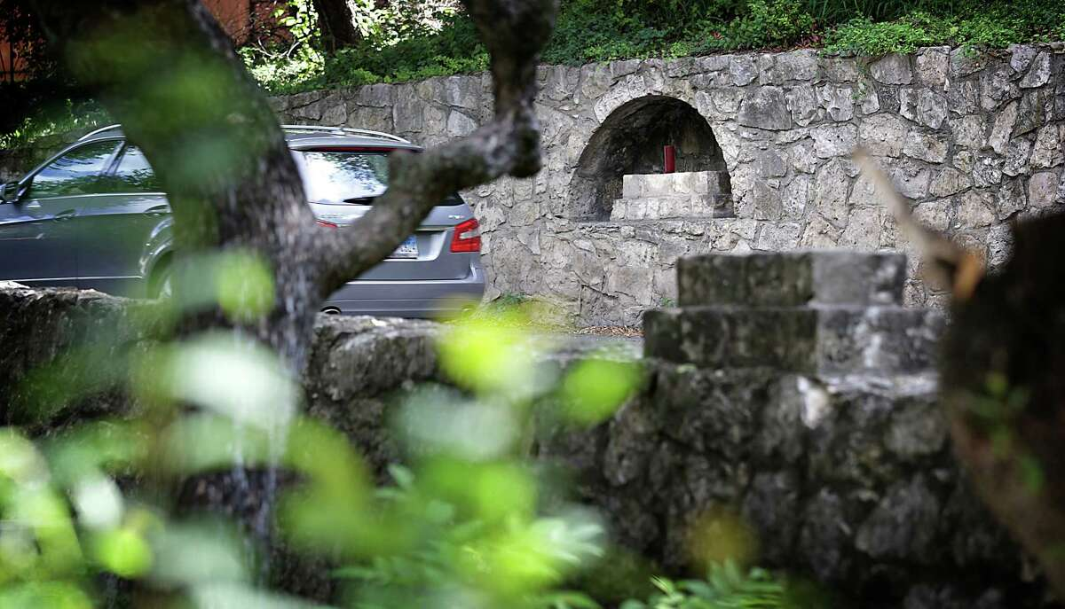 Alcoves along Olmos Drive before you get to Crescent St. in Alamo Heights, on Thursday, Oct. 10, 2013.