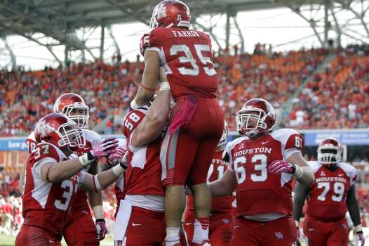 Kenneth Farrow is lifted up by teammates after he scored a touchdown during the third quarter. Photo: Melissa Phillip, Houston Chronicle