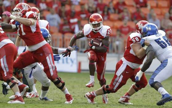 Markeith Ambles carries the ball during the fourth quarter. Photo:  Melissa Phillip, Houston Chronicle