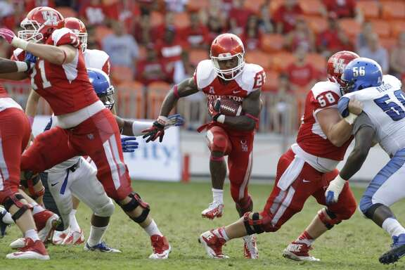 Markeith Ambles carries the ball during the fourth quarter.