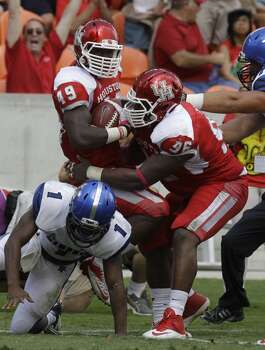 Derrick Mathews (49), left, is covered by teammate Jeremiah Farley (96), right, after recovering a fumble by Marquis Warford (1) during the second quarter. Photo:  Melissa Phillip, Houston Chronicle