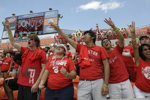 Cougars fans cheer on the team during the fourth quarter. Photo:  Melissa Phillip, Houston Chronicle