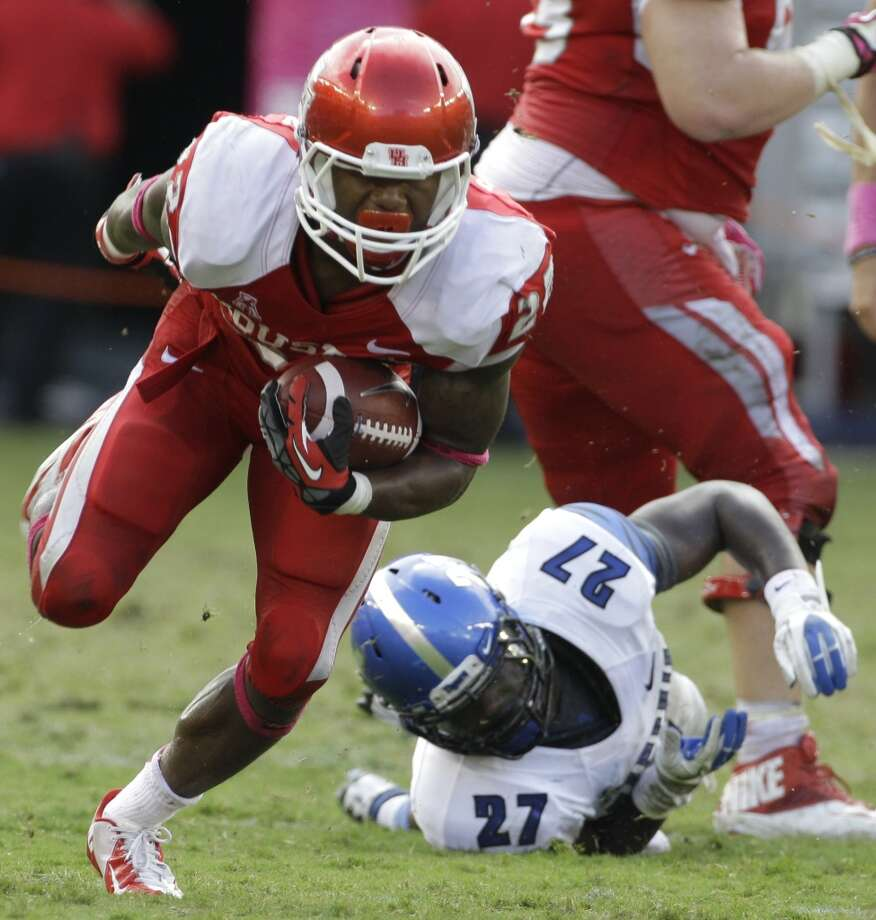 Markeith Ambles leaves behind Dion Witty as his carries the ball during the fourth quarter. Photo: Melissa Phillip, Houston Chronicle