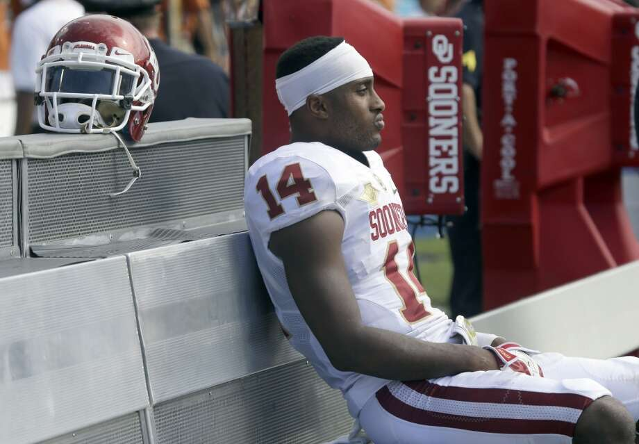 Oklahoma defensive back Aaron Colvin sits on the bench and watches the final minute. Photo: LM Otero), Associated Press