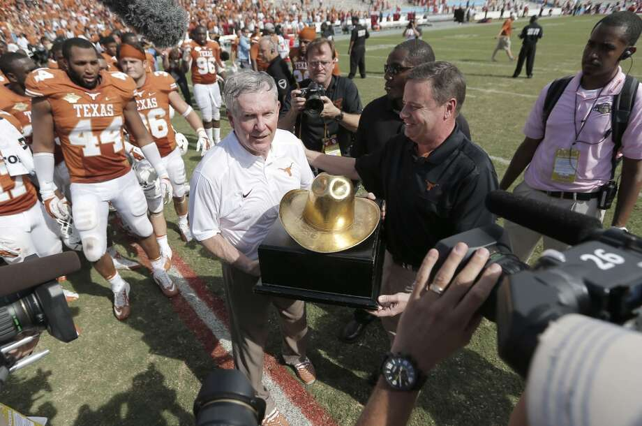 Mack Brown is presented the Golden Hat trophy. Photo: Brandon Wade, Associated Press