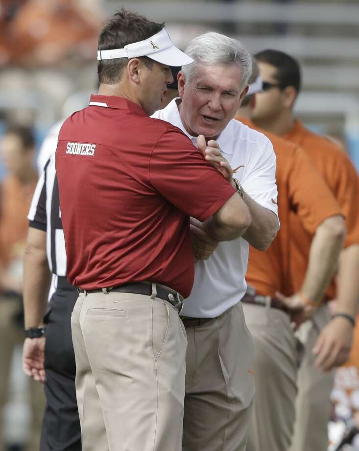 Texas head coach Mack Brown, right, and Oklahoma head coach Bob Stoops greet each other before the game. Photo: LM Otero, Associated Press