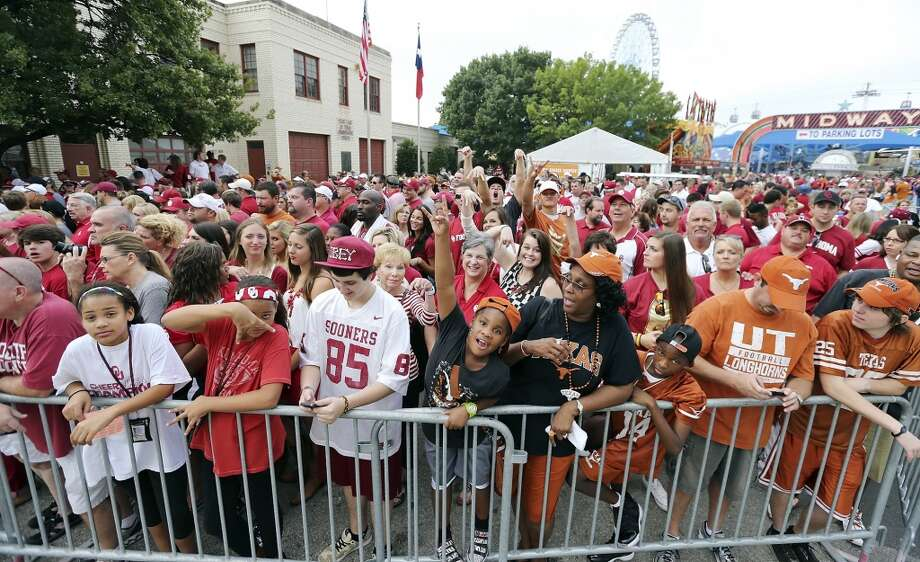 Oklahoma Sooners and Texas Longhorns fans wait for the teams to arrive before the Red River Rivalry held Saturday Oct. 12, 2013 at Cotton Bowl Stadium in Dallas, Tx. Photo: Edward A. Ornelas, San Antonio Express-News
