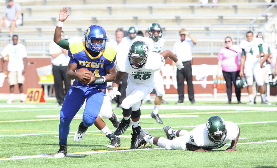 Ozen quarterback Josh Boyd, left, rushes against Livingston during the game Saturday at the Butch. (Matt Billiot / Special to the Enterprise) Photo: Matt Billiot / Copyright Matt Billiot