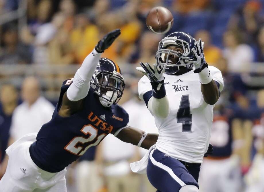 Rice's Dennis Parks (4) reaches for a pass as UTSA's Bennett Okotcha (21) defends during the first half of an NCAA college football game on Saturday, Oct. 12, 2013, in San Antonio. (AP Photo/Eric Gay) Photo: Eric Gay, Associated Press