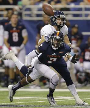 UTSA defender Triston Wade (7) breaks up a pass intended for Rice's Klein Kubiak during the second half of an NCAA college football game on Saturday, Oct. 12, 2013, in San Antonio. Rice won 27-21. (AP Photo/Eric Gay) Photo: Eric Gay, Associated Press