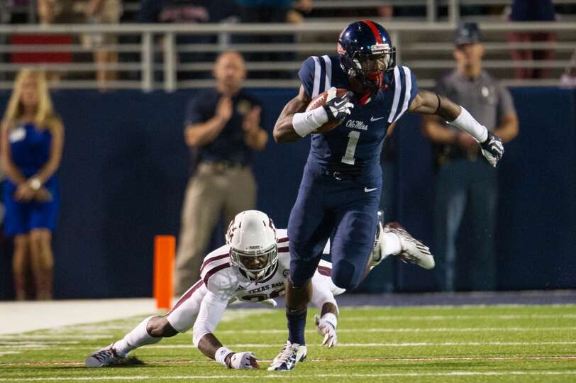 OXFORD, MS - OCTOBER 12:  Wide receiver Laquon Treadwell #1 of the Ole Miss Rebels runs past defensi