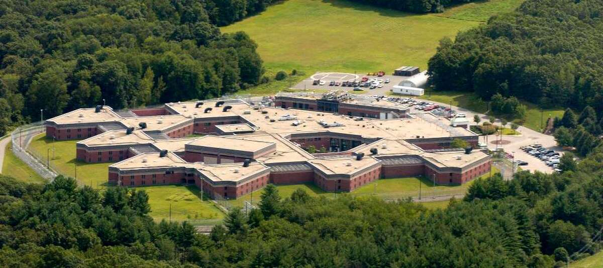 File aerial photograph of Garner Correctional Institution in Newtown, CT