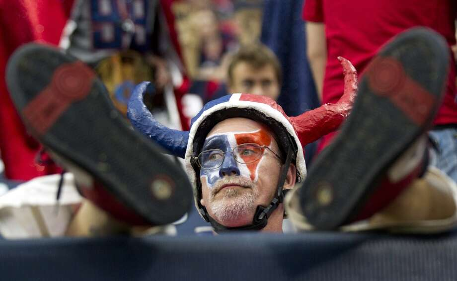 fan Chris Lockeridge sits back in his seat late in the loss to the Rams. Photo: Brett Coomer, Houston Chronicle