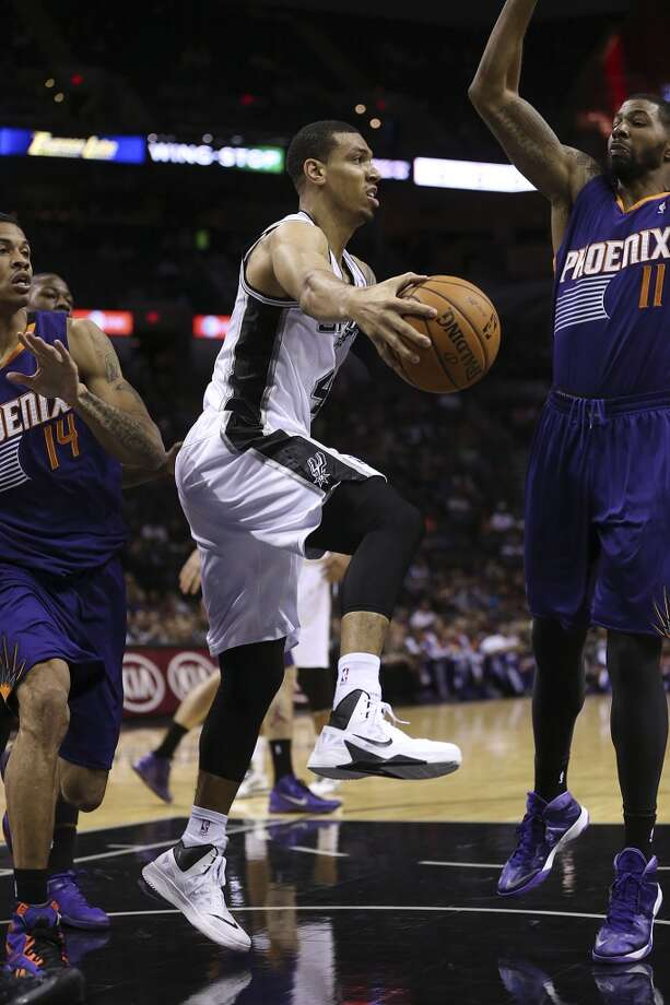 San Antonio Spurs' Danny Green passes around Phoenix Suns' Gerald Green, left, and Markieff Morris during the first half at the AT&T Center, Sunday, Oct. 13, 2013. Photo: San Antonio Express-News