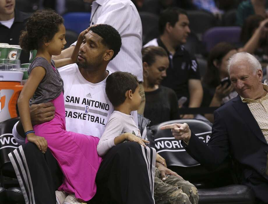 San Antonio Spurs' Tim Duncan holds his daughter, Sydney, as his son, Draven, talks with head coach Gregg Popovich before their game against the Phoenix Suns at the AT&T Center, Sunday, Oct. 13, 2013. e Photo: San Antonio Express-News