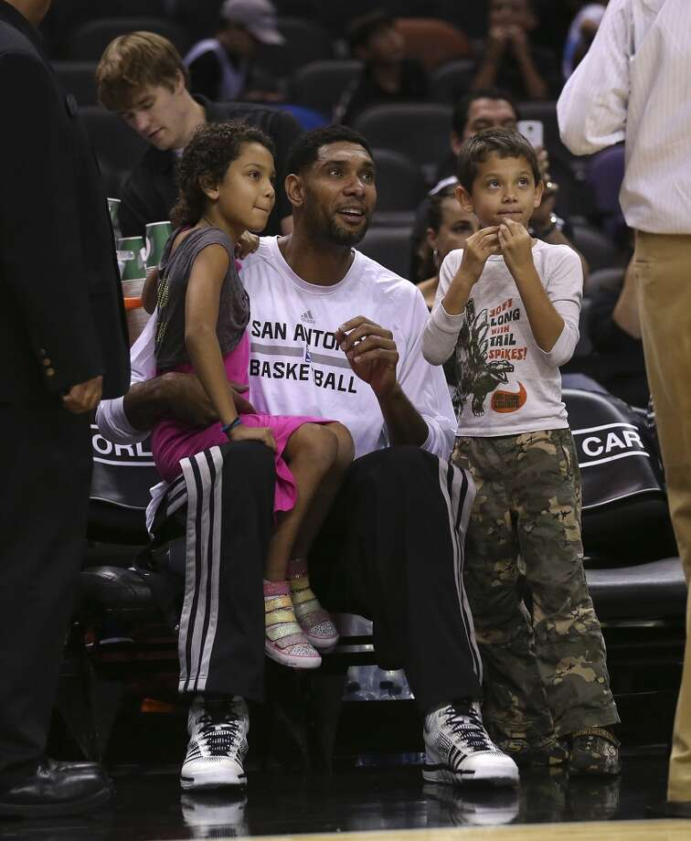 San Antonio Spurs' Tim Duncan hangs out his daughter, Sydney, and son, Draven before their game against the Phoenix Suns at the AT&T Center, Sunday, Oct. 13, 2013. e Photo: San Antonio Express-News