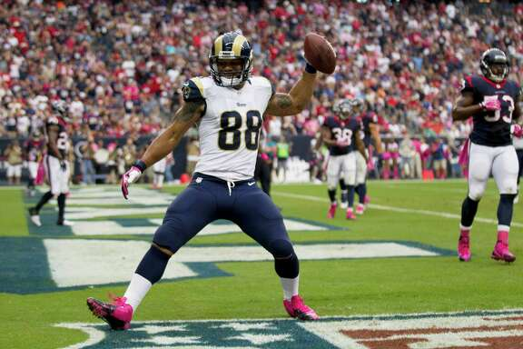 Rams tight end Lance Kendricks celebrates his second-quarter touchdown. Of the Rams' five TDs, three were scored by the offense.