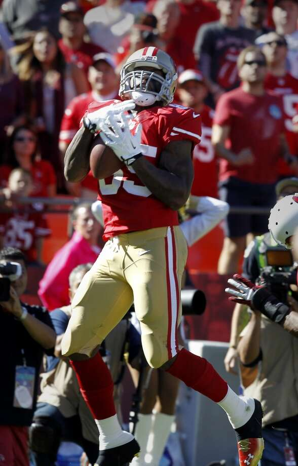Vernon Davis makes his second touchdown catch of the first half Sunday October 13, 2013 in San Francisco, Calif. The San Francisco 49ers vs the Arizona Cardinals at Candlestick Park. Photo: Brant Ward, The Chronicle