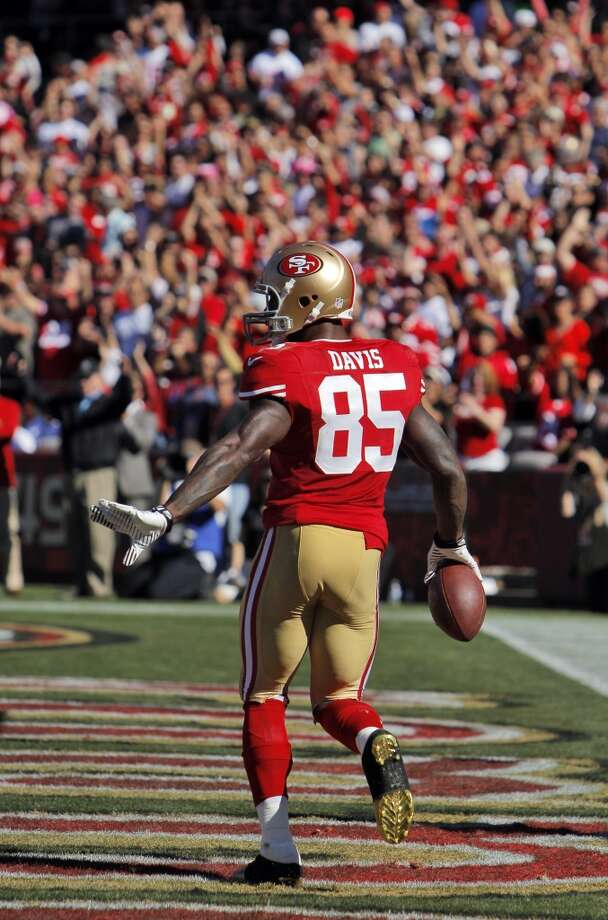 Vernon Davis celebrates his second second quarter touchdown. The San Francisco 49ers played the Arizona Cardinals at Candlestick Park in San Francisco, Calif., on Sunday, October 13, 2013. Photo: Carlos Avila Gonzalez, The Chronicle