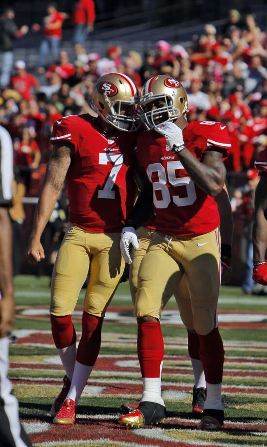 Colin Kaepernick and Vernon Davis celebrate Davis's touchdown in the second quarter. The San Francisco 49ers played the Arizona Cardinals at Candlestick Park in San Francisco, Calif., on Sunday, October 13, 2013. Photo: Carlos Avila Gonzalez, The Chronicle