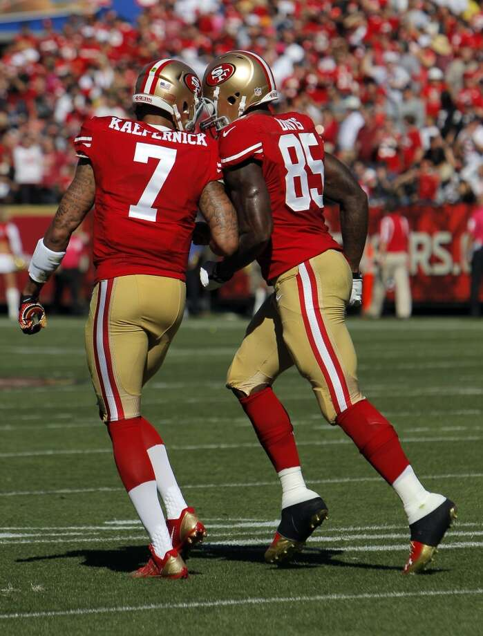Colin Kaepernick and Vernon Davis celebrate Davis's second touchdown in the second quarter. The San Francisco 49ers played the Arizona Cardinals at Candlestick Park in San Francisco, Calif., on Sunday, October 13, 2013. Photo: Carlos Avila Gonzalez, The Chronicle