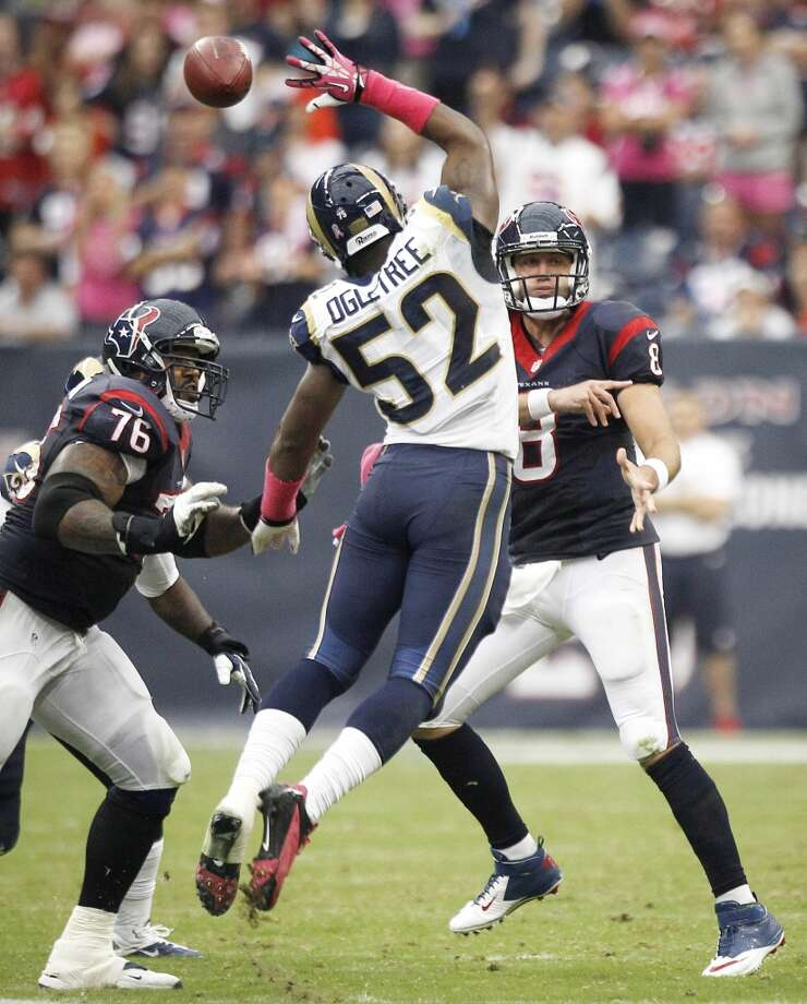 Texans quarterback Matt Schaub throws over the outstretched hand of Rams linebacker Alec Ogletree. Photo: Brett Coomer, Houston Chronicle