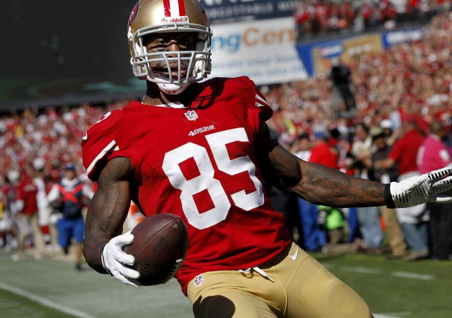 Vernon Davis (85) ran into the endzone after his second touchdown of the first half Sunday October 13, 2013 in San Francisco, Calif. The San Francisco 49ers beat the Arizona Cardinals 32-20 at Candlestick Park. Photo: The Chronicle