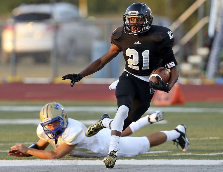 D'Angelo Wallace takes off after alluding a tackler in the first quarter as Steele  hosts Tivy at Lehnhoff Stadium on September 12,  2013. Photo: Tom Reel, San Antonio Express-News