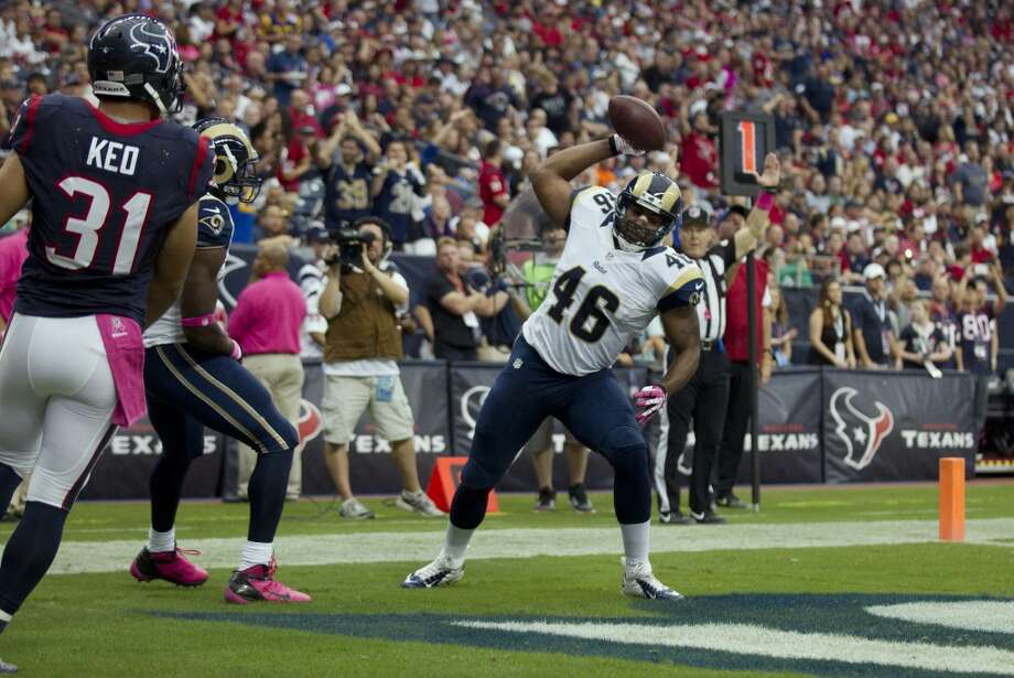 Rams running back Daryl Richardson (26) celebrates after scoring a touchdown during the first quarter as Texans free safety Shiloh Keo (31) looks on. Photo: Brett Coomer, Houston Chronicle