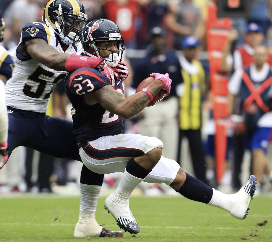 Texans running back Arian Foster (23) gets tackled by Rams outside linebacker Alec Ogletree (52). Photo: Karen Warren, Houston Chronicle