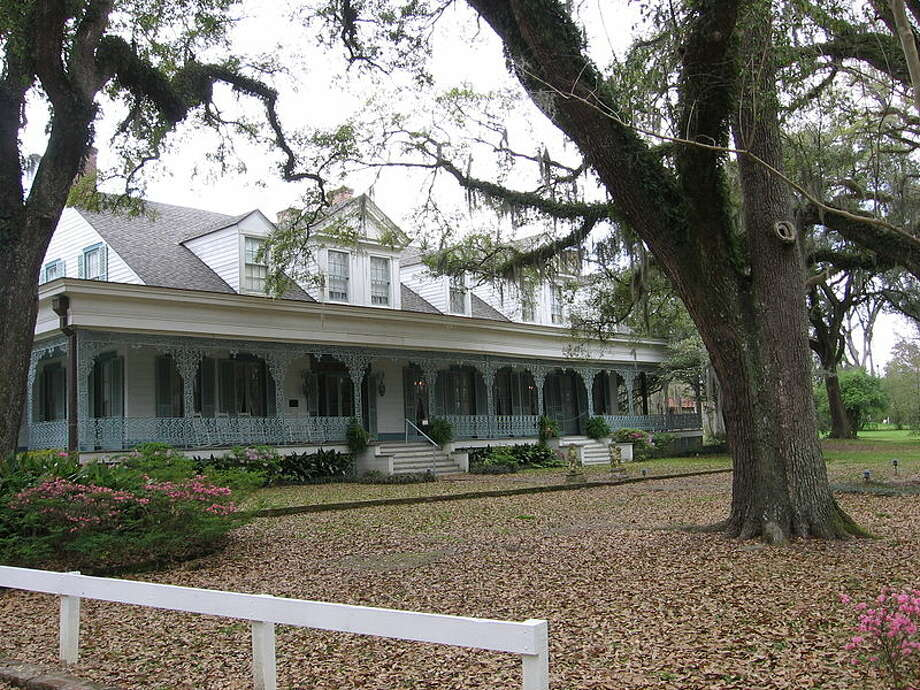 Touted as one of the most haunted places in the USA, Myrtle's Plantation in Louisiana is said to rest atop an Indian Burial Ground. Add to that reports of up to 10 murders in the house and 12 ghosts. Photo: Public Domain