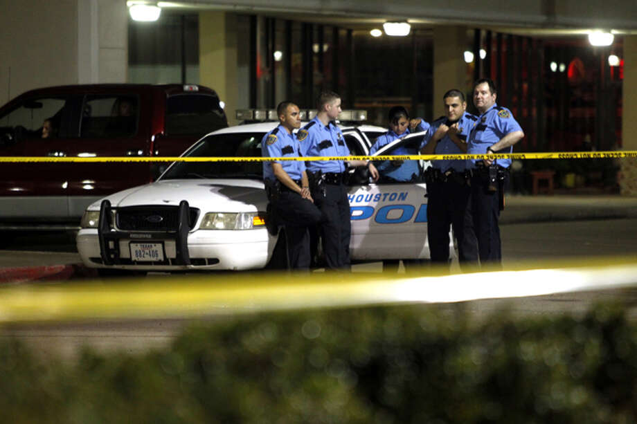 Houston police investigate a shooting about 4:30 a.m. Tuesday, Oct. 15, 2013, that left a man dead outside a strip mall at 8282 Bellaire Ave. in southwest Houston. Photo: Johnny Hanson, Houston Chronicle