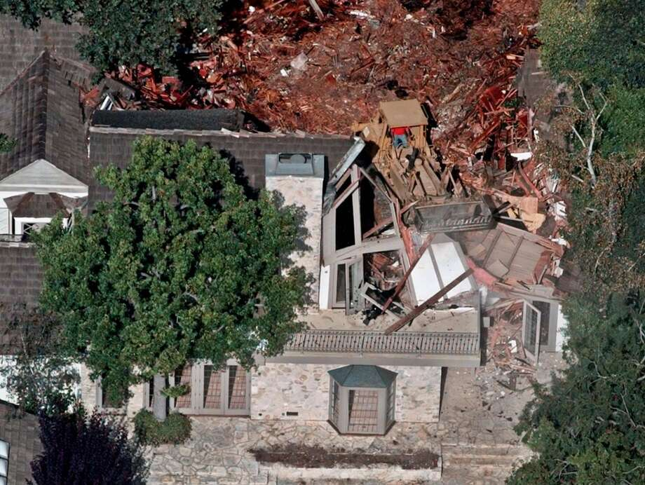 Crews demolish the former home of O.J. Simpson, Wednesday, July 29, 1998, in the Brentwood area of Los Angeles Photo: MARK J. TERRILL, AP