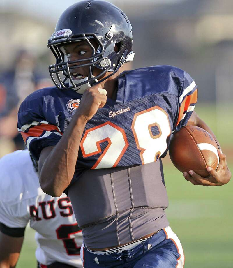 Seven Lakes' Braeden West rushed for 91 yards and a 32-yard touchdown on 12 carries in his return against Strake Jesuit after injuring his shoulder in the season opener against Kempner. Photo: Diana L. Porter, Freelance / © Diana L. Porter