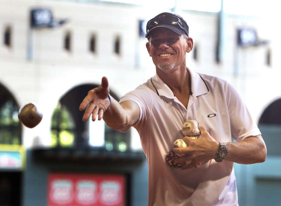 Former Astro Craig Biggio delivers a pitch. Photo: Cody Duty, Houston Chronicle