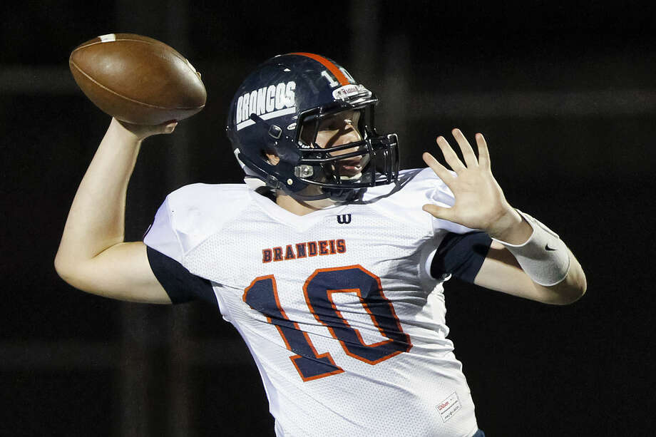 Brandeis quarterback Brian Chapman winds up to throw a pass during an August game with Smithson Valley. He had a a 267-yard, three-touchdown outing Friday against the Clark Cougars. The Broncos won, 35-6. Photo: Marvin Pfeiffer / Northwest Weekly