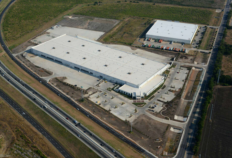Glazer's Inc. will open its $30 million, 518,000-square-foot distribution center Saturday at 1002 S. Callaghan Road.