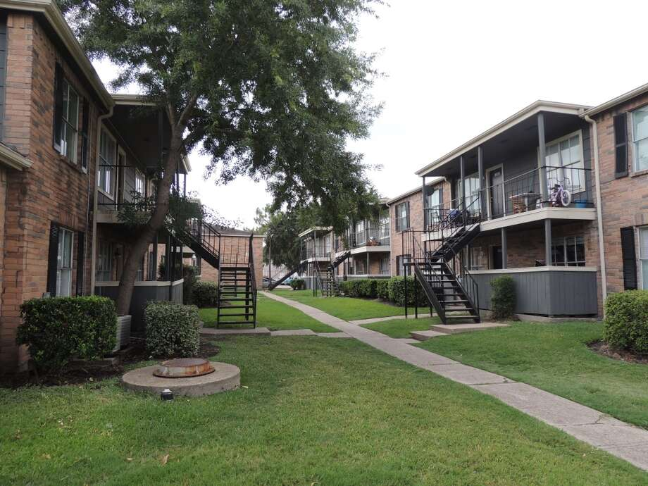 Sunset Crossing, 10630 Beechnut, 328 units Photo: Ytech International