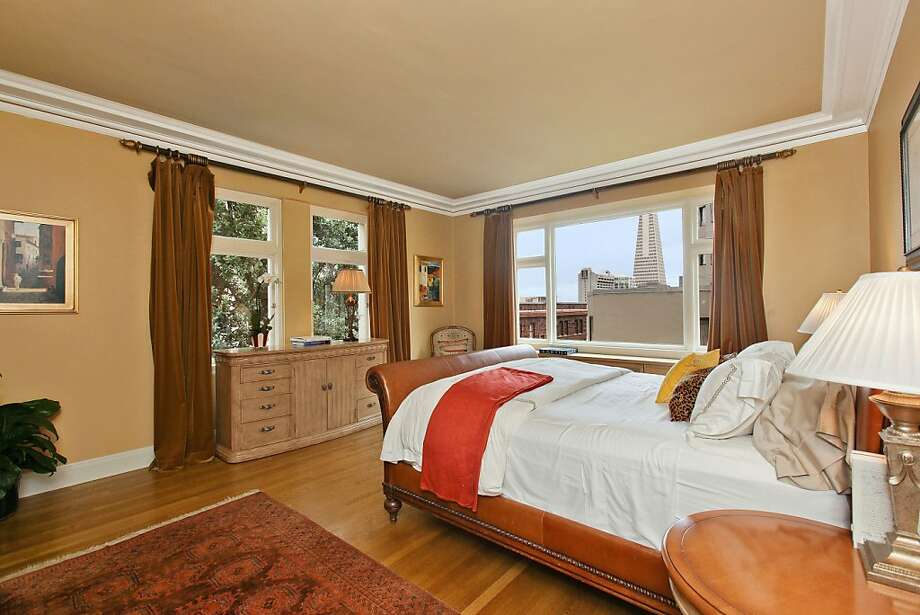 The Financial District is visible from several rooms of the Nob Hill condominium. Photo: OpenHomesPhotography.com