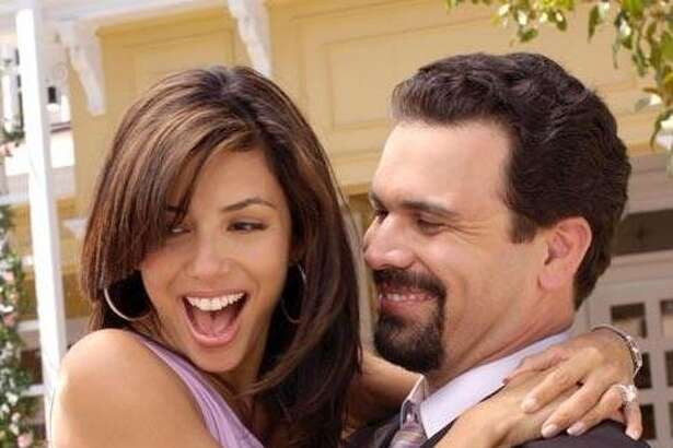 Eva Longoria reunites with 'Desperate' hubby Ricardo Chavira on tonight's episode of 'Welcome to the Family.'