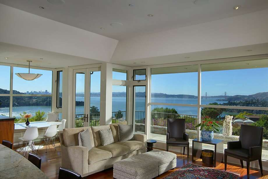 The great room boasts floor-to-ceiling glass windows looking out at the Golden Gate Bridge and Angel Island. Photo: Vince Valdes Photography