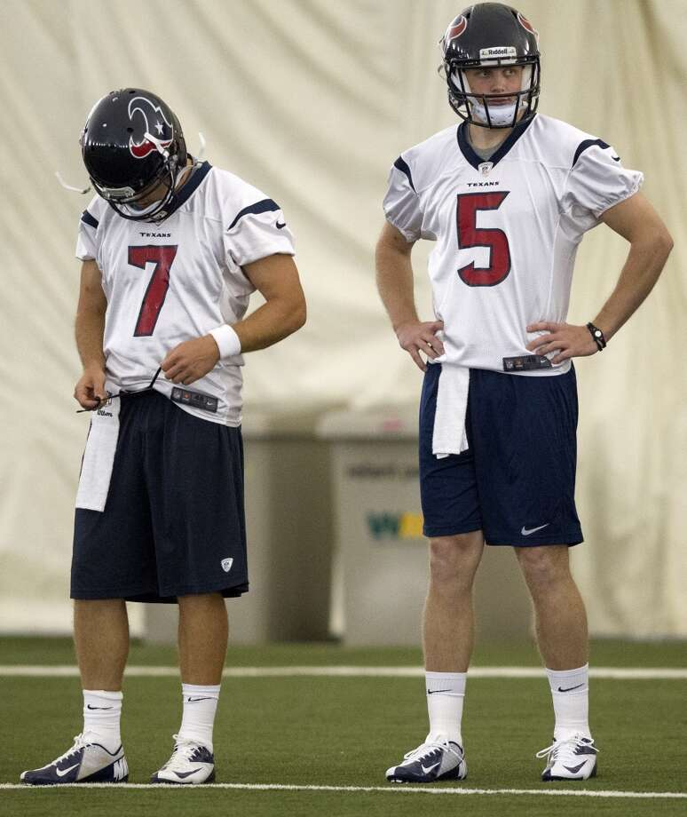 Quarerbacks Case Keenum and Collin Klein during 2013 rookie mini camp. Photo: Bob Levey, Getty Images