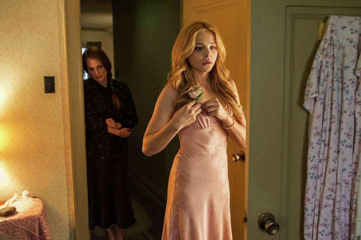"""This photo released by Sony Pictures shows Julianne Moore, left, and Chloe Moretz, in a scene from, """"Carrie."""" (AP Photo/Sony Pictures, Michael Gibson)"""