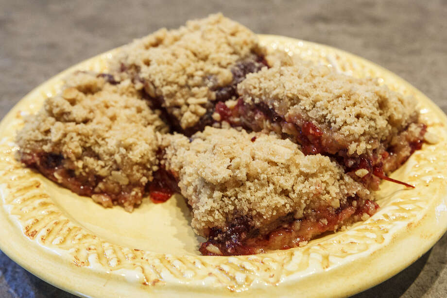 The original recipe for North East Independent School District Jam Squares suggests the squares were offered in three fillings: raisin, prune or cranberry. Photo: Marvin Pfeiffer / San Antonio Express-News