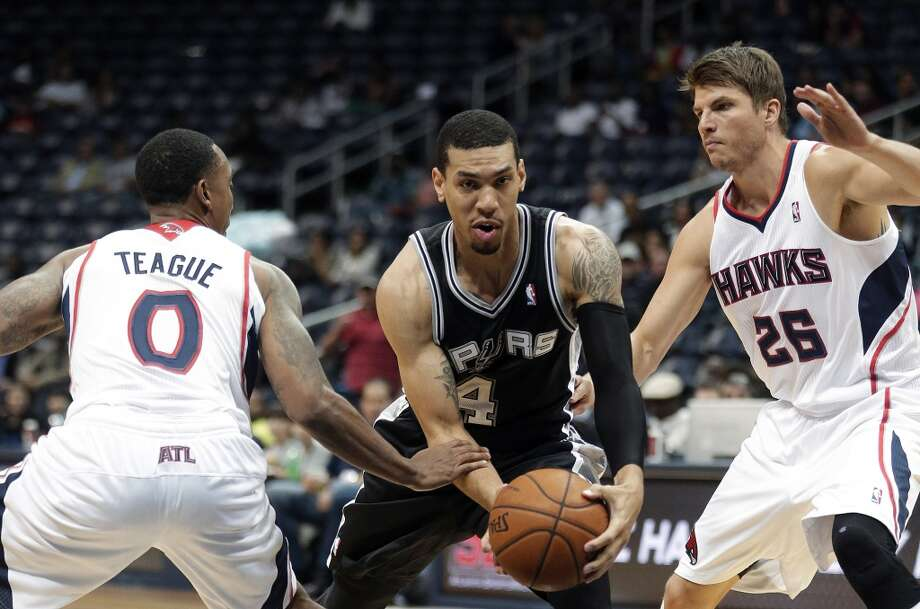 San Antonio Spurs shooting guard Danny Green (4) drives between Atlanta Hawks shooting guard Kyle Korver (26) and Jeff Teague in the first half of a preseason NBA basketball game, Thursday, Oct. 17, 2013 in Atlanta. Photo: John Bazemore, Associated Press